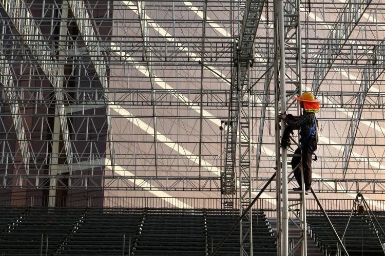Worker_in_Scaffolding_via_Macau_Photo_Agency